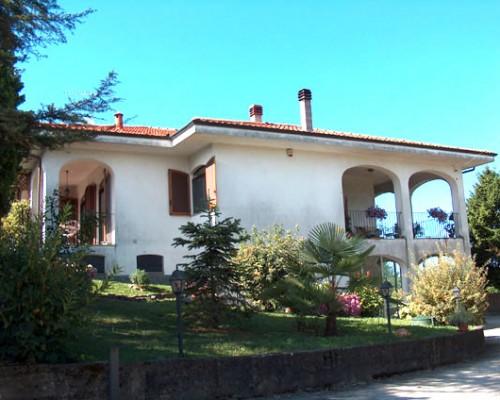 Villa bifamigliare a Cocconato
