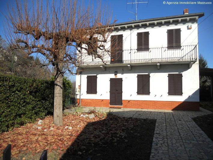 gabiano casa libera sui quattro lati con giardino privato
