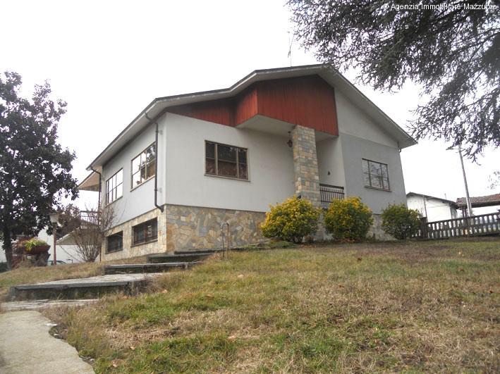 Villa a cerrina monferrato subito abitabile ben tenuta for Piani di casa ranch unici