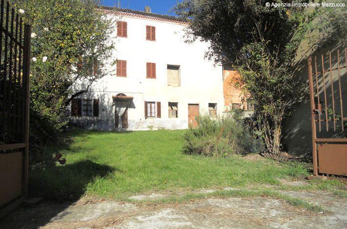 Giardino Mattoni Tufo : Casalino casa in tufo e mattoni con giardino antistantecasenelverde