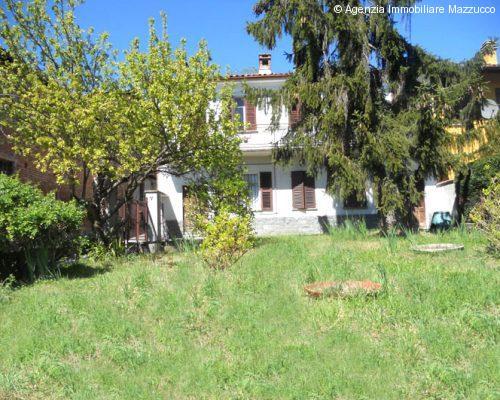 mombello monferrato casa con giardino arioso